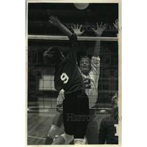 1992 Press Photo Kristin Soboclinski of University of Wisconsin volleyball team