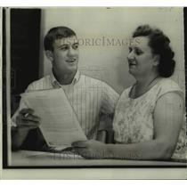 1967 Press Photo Chicago Cubs baseball draft pick Terry Hughes and mother Ethel
