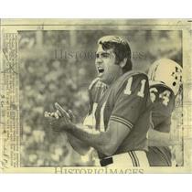 1970 Press Photo Boston Patriots football player Joe Kapp - nos18436