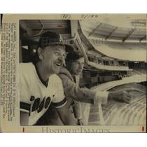1974 Press Photo California Angels Baseball Managers Talk in Seats at Stadium