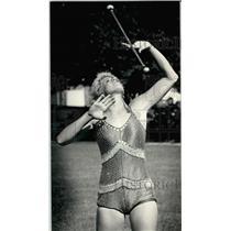 1984 Press Photo Tammy Kaminski tosses and catches her baton - mjb76611