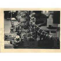 1984 Press Photo Menomonee woman at work in Wisconsin - mjc38828
