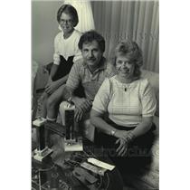 1985 Press Photo Gymnast Sera Tank's brother, Jim and parents Doug and Kathy