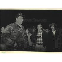 1986 Press Photo Tribal Judge talks to State official regarding over-fishing