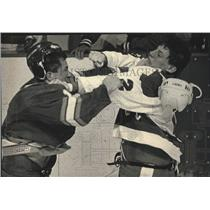1989 Press Photo Salt Lake's Shane Churla, Admiral Curtis Hunt Fight In Hockey