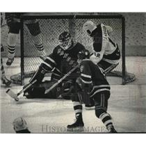 1989 Press Photo Ranger's Hockey goalie Scott Brower blocked Tim Lenardon's shot