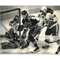1989 Press Photo Milwaukee's Hockey Team, the Admirals battle Muskegon team, WI