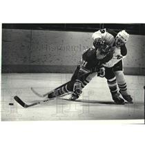 1990 Press Photo Milwaukee Admirals' Dan Gibson checks Bryan Deasly - mjc39505