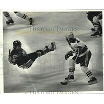 1990 Press Photo Milwaukee Admirals' Ian Kidd plays against Richard Pion