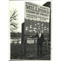 1990 Press Photo Jim Erdman & Millpond Clean-up Project billboard, Wild Rose, WI