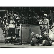 1991 Press Photo Admirals' Goalie Steve Weeks Beaten By Rivermen Hockey Team