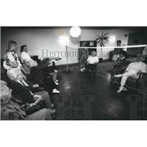 1994 Press Photo Indoor volleyball at Oak Hill Village Retirement Community