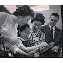 1995 Press Photo Shin Hyang Byun, Korean Orphan shopping with friends