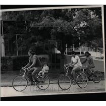 1975 Press Photo Tulsa Oklahoma Indians Bicycle Tour