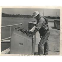 1941 Press Photo Clifford Larson Dresden Island Gates - RRX97633