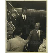 Press Photo H. G. Val Davies at Airport - saa07825