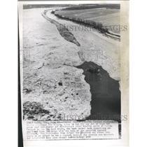 1958 Press Photo The Towboat Kishwaukee Is Trapped - RRW48819