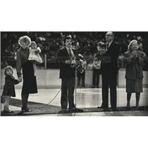 1987 Press Photo Daniel Lecours Receives Awared From International Hockey League