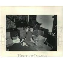 1985 Press Photo Chris Zawoyski Collected 5000 lbs of Food For The Oneida People