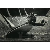 1988 Press Photo Andrew Burdick and his crew at Pewaukee Lake, Wisconsin