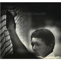 1980 Press Photo Cuban Refugee at Fort McCoy waits to be relocated - mja91219