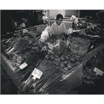 1992 Press Photo Phoua Chang Hmong woman at Brookfield City Hall farmer's market