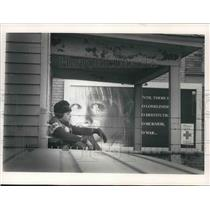 1988 Press Photo Louis Alvarenga from El Salvador near Red Cross sign, Milwaukee