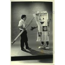 1990 Press Photo Journal Artist Luis Machare & Milwaukee Journal mascot Rollie