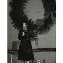1994 Press Photo Mary McCauley speaks at Milwaukee Journal Christmas Party