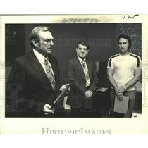 1979 Press Photo Charles Ward & Ken Ledet with certificates of appreciation