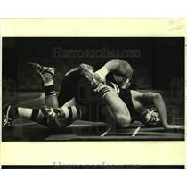 1980 Press Photo High school wrestlers Mike Harter and John Hotard - nos15772