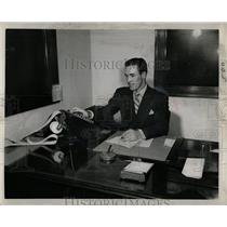 1950 Press Photo Daily News Glamour Clinic - RRW01015