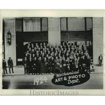1924 Press Photo Milwaukee Journal Photo Department Employees - mje00501