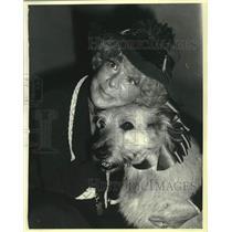 "1980 Press Photo Betty Hutton, Miss Hannigan in ""Annie"" on Broadway - mjc40730"