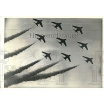 1974 Press Photo Red Arrows Jet planes fly in formation at Farnborough Air Show
