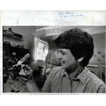 1986 Press Photo Maring Darcy, beekeeper at the Lake Vi - RRW89653