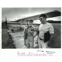1988 Press Photo Pilot Jennifer Hudgens With Father Richard In Front Of Plane