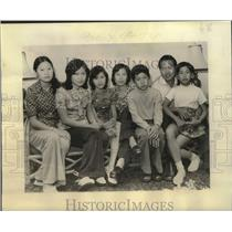 1975 Press Photo Ly Phuc Long & family arrive in New Orleans from Camp Pendleton