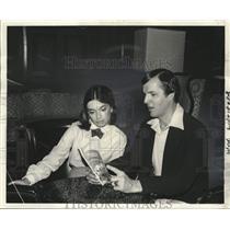 1981 Press Photo Houston Oilers Mike McClure with Karleen Koerkel - noo42936
