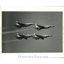 1987 Press Photo Thunderbirds aerial performance jets in flight, Alabama