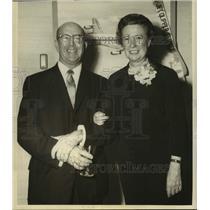 Press Photo Mr. and Mrs. Jamie Odom, on PAN AM's first flight to Paris, New York
