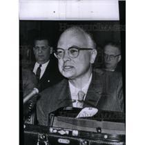 1960 Press Photo Dr. Austin Smith Drug Manufacturer - RRX46047
