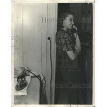 1939 Press Photo Laraine Day telephone Illustrated - RRW50077