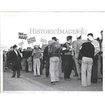 1940 Press Photo Employees Strike Vultee Aircraft Plant