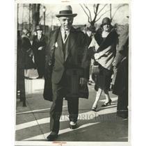 1929 Press Photo Alfred Fisher leaving branvch barlow - RRW48695