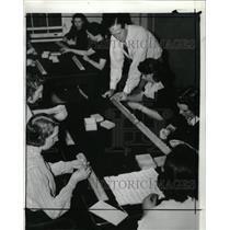 1940 Press Photo Draft workers settled down - RRX72007