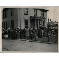 1940 Press Photo Canadian Border Passes Crowd Patrol US - RRX80369