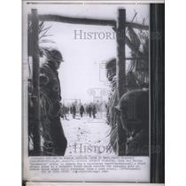 1966 Press Photo Prisoners suspicious guard gate break