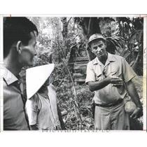 1967 Press Photo Explorer Using Sign Language Vietnam - RRX98199