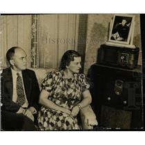 1942 Press Photo Mr. and Mrs. George Williams Radio - RRX76599